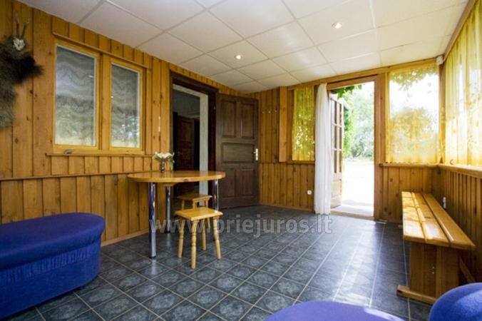 Nr. 1 divvietīga gulta, dīvāns, virtuve, duša un tualete, veranda