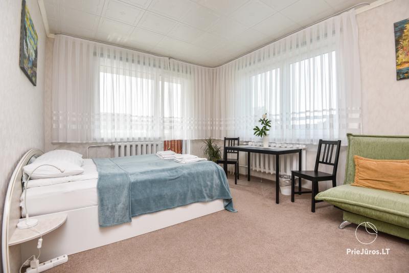 Giruliuose name prie pat pušyno nebrangiai nuomojami 2, 3 vietų kambariai