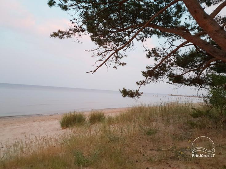 Poilsis jūros pakrantėje - 30 m. nuo paplūdimio. 2 aukštų butas Kolkoje