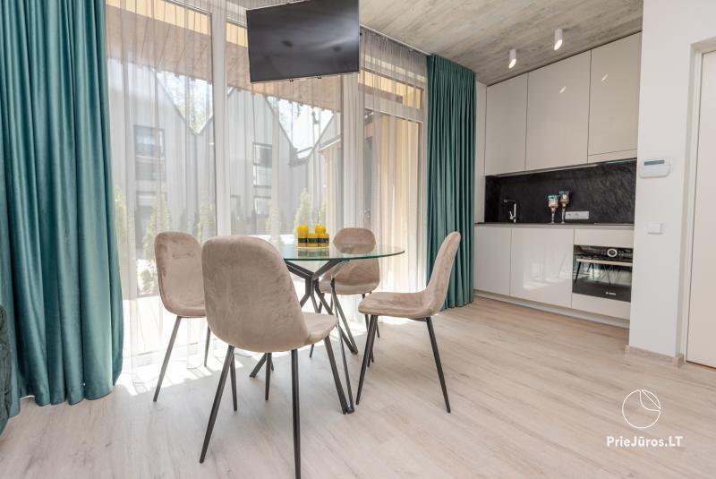 Nauji Apartamentai su terasa ir šildomu baseinu netoli jūros