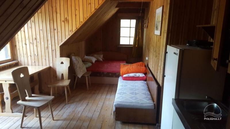 Kambarių nuoma Papėje, 300 m. iki jūros. Kaina asmeniui - 8 EUR