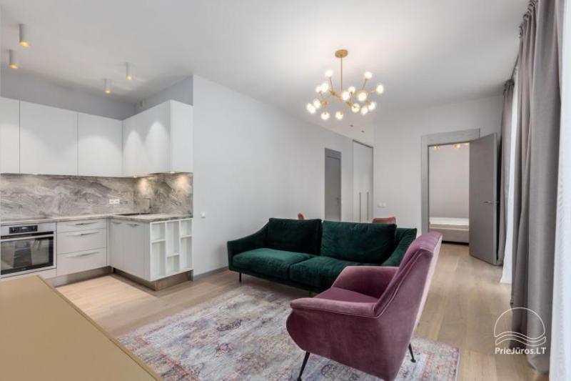 Privačių apartamentų nuoma Jūrmalos centre su 20kv.m terasa, 300m iki jūros