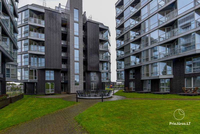 Nuomojamas naujai įrengtas 1 kambario butas su terasa Šventojoje, Elijos komplekse