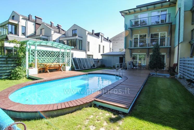 Apartamentai Vila Marta su šildomu lauko baseinu, 250 metrų iki jūros, pušynas, dviračiai nemokamai!