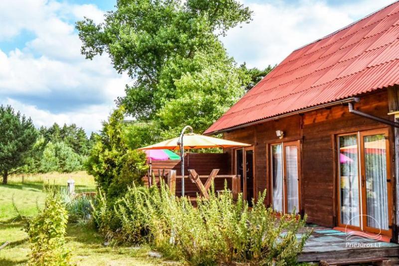 Kambarių ir namelio nuoma Pas Liuciją: šalia dviračių takas, miškas. Galimybė išsinuomoti visą sodybą - vienkiemį