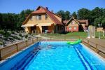 """""""Villa Vanilla"""" - moderniai įrengtų kambarių su visais patogumais nuoma Karklėje. Kieme 2 baseinai, iki jūros tik 250 metrų!"""