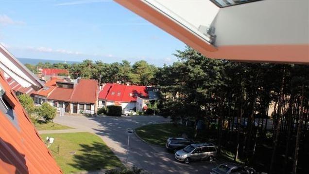 Pačiame Nidos centre, Kopų g., išnuomojamas 2 kambarių butas su židiniu Gaja. Nuomojame visus metus!