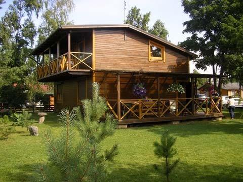 Kambarių nuoma mediniuose nameliuose