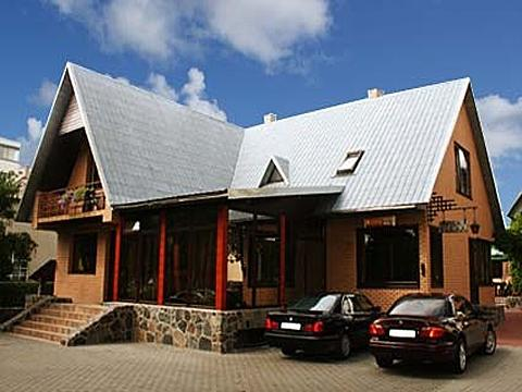 "Kambariai ir apartamentai Palangos centre – ""Vila Elena"""