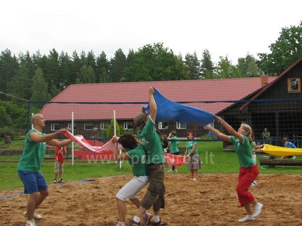 Sporta spēļu un nometņu organizēšana, teritorija sporta spēļu rīkošanai līdz 250 personām. Viesu nams Vecmuiža - 1